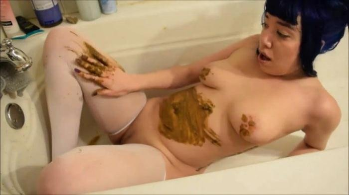 Alternative girl with a nice body smearing shit [HD 720p]  2019 (Actress: Little Puck)